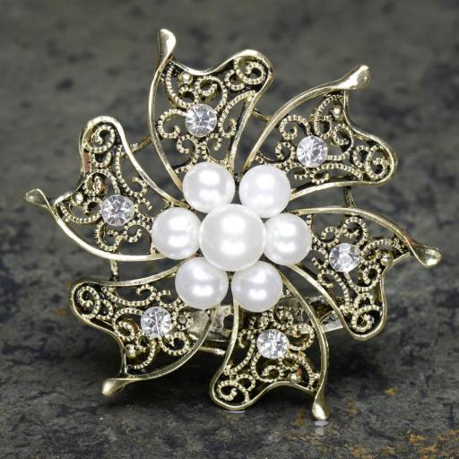 Gold brooch with pearls and diamante