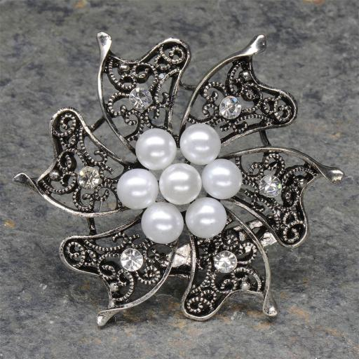 Vintage silver brooch with pearls and diamante