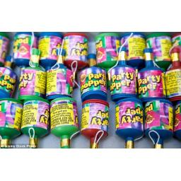 100 Traditional Party Poppers