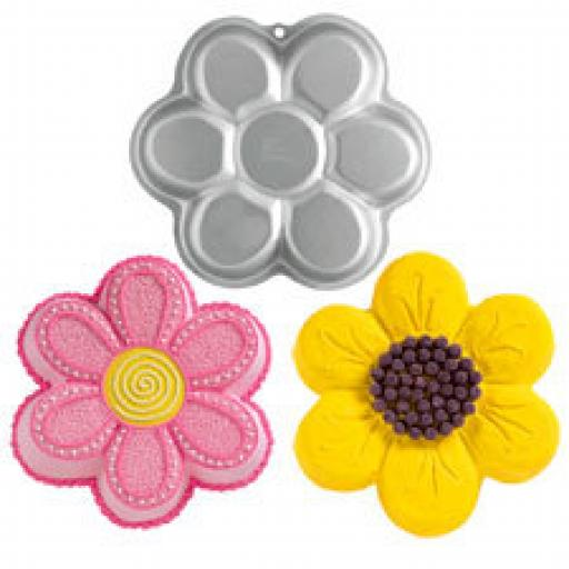 Wilton Dancing Daisy Flower Cake Pan